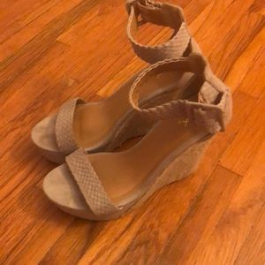 Wedge sandals taupe